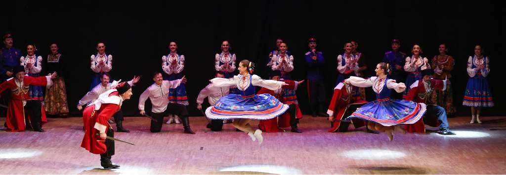 Para formar parte de la compañía todos los artistas tienen que tener una altísima preparación como bailarines así como acróbatas