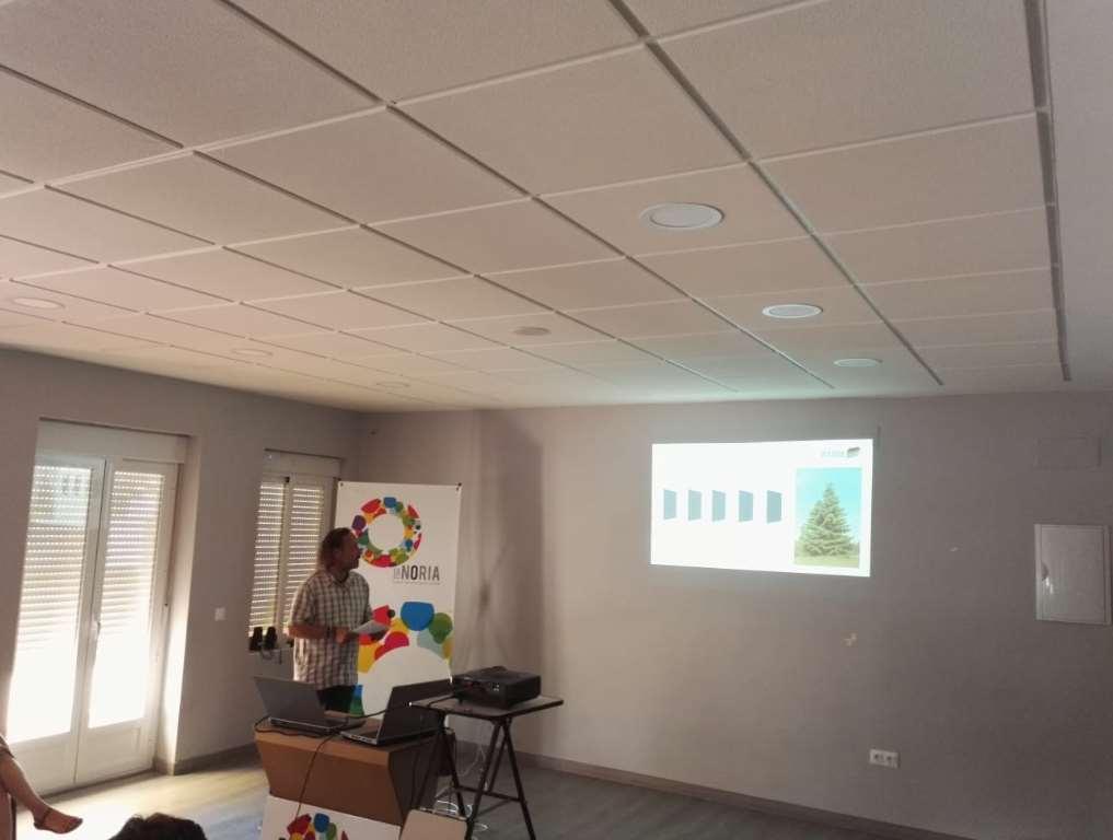 Jairo Iglesias continuó con Aficlima explicando las oportunidades que el autoconsumo fotovoltaico puede aportar a las viviendas, PYMEs y comunidades