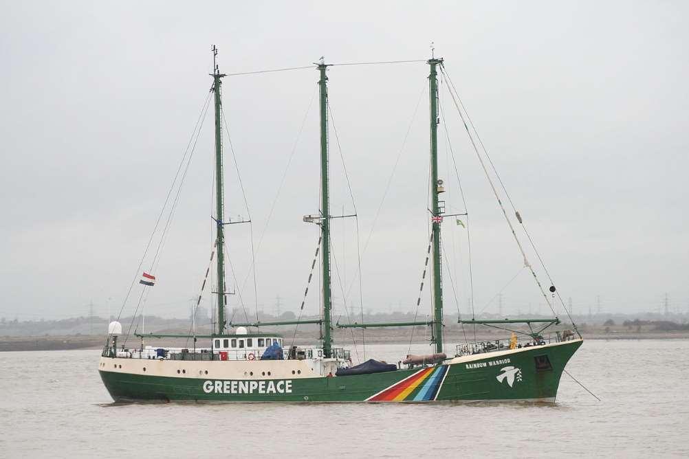 El Rainbow Warrior de Greenpeace visita varias ciudades españolas