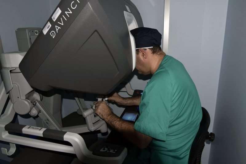 El uso del robot quirúrgico en cirugías más complejas, como es el caso, permite una serie de ventajas