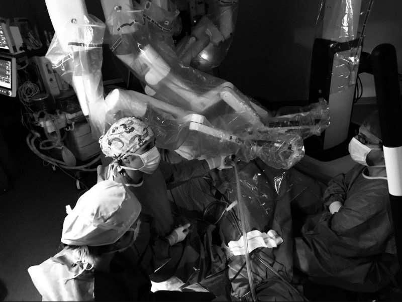 Desde que el hospital comenzara a utilizar el robot quirúrgico Da Vinci durante el verano del pasado año, los profesionales sanitarios de las diferentes especialidades han realizado 163 intervenciones (85 Cirugía General, Urología 58 y Ginecología 20)