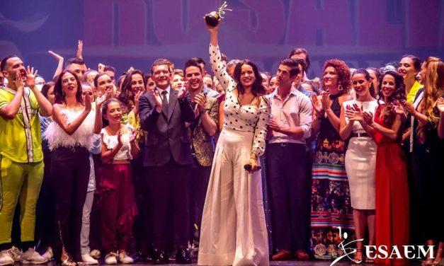 """Rosalía recibe el I Premio de las Artes Escénicas """"Antonio Banderas"""" de ESAEM y el MTV Music Awards"""