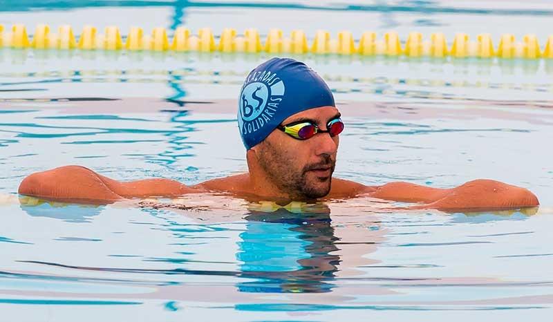 Christian Jongeneel (Málaga, 1974), impulsor de Brazadas Solidarias, es uno de los nadadores de larga distancia más destacados de esta disciplina en el ámbito internacional