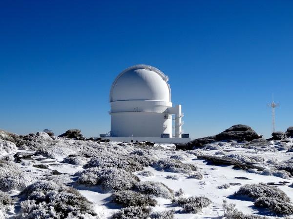 Cúpula del telescopio de 3,5 m en el Observatorio de Calar Alto donde está instalado el instrumento Carmenes. / Pedro Amado / Marco Azzaro / IAA/CSIC