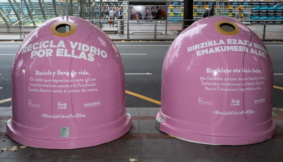 Ecovidrio ha instalado 340 contenedores de color rosa que se han repartido en más de 80 ciudades de todo el territorio nacional, como Madrid, Sevilla, Santander o Palma de Mallorca.