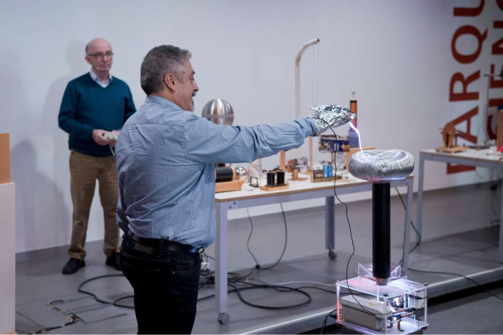 Juan Antonio Jiménez ha detallado cómo los descubrimientos de Tesla en materia de corriente alterna revolucionaron la producción e industria de la energía