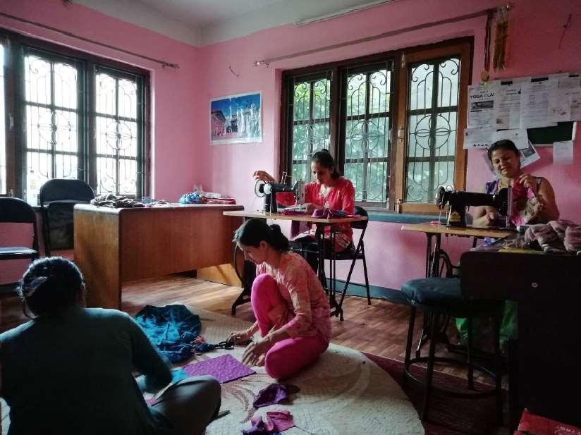 Empoderamiento Femenino en Nepal con talleres de costura