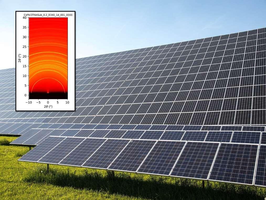 Placas solares y patrón de difracción obtenido en la línea de luz NCD-SWEET del Sincrotrón ALBA. Foto cortesía de Sincrotrón ALBA