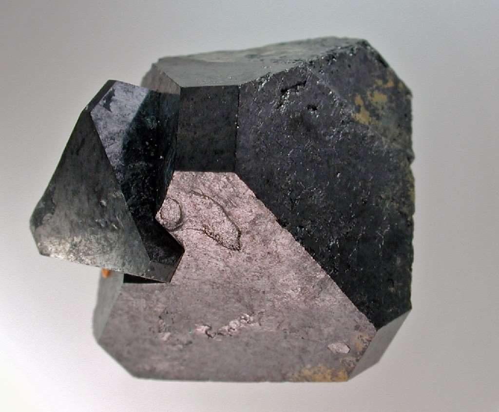 Las perovskitas de haluros de metal se han postulado como los materiales estrella para captar la energía solar. Foto cortesía de Wikipedia