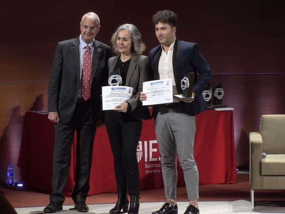 Premio a ENTIDADES GRANDES SIN ÁNIMO DE LUCRO (GRANDES)
