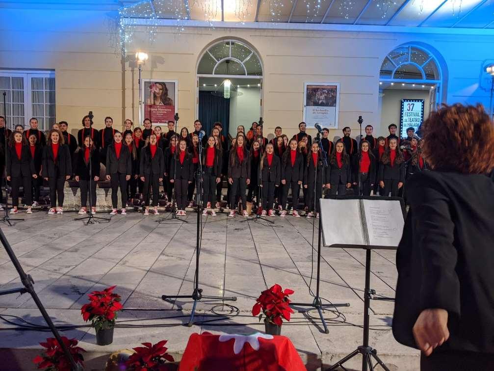Concierto solidario de la Coral de Navidad de ESAEM en el Teatro del Soho CaixaBank de Málaga