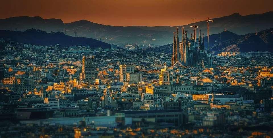 España es la 18ª mejor democracia plena del mundo. Vista de Barcelona
