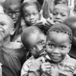 Un grupo de estudiantes españoles lanza un crowdfunding para ofrecer becas de estudio a niños de Malawi