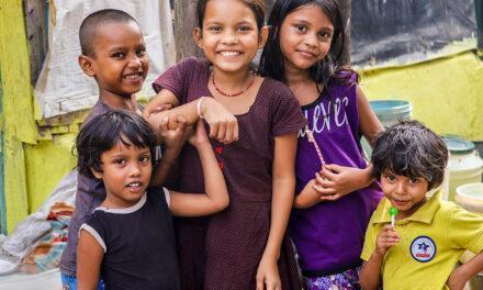'Sonrisas de Bombay' toma medidas para frenar la dureza de la pandemia en la India