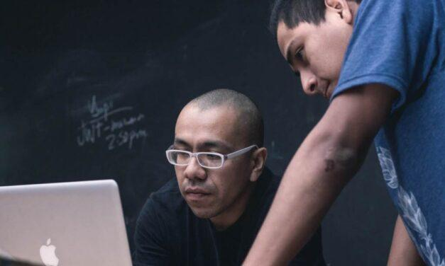 Cómo asumen los profesores la transición de la educación tradicional a la digital