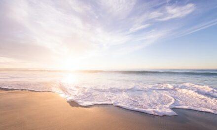 España ondeará este verano 615 banderas azules en playas, nuevo récord histórico
